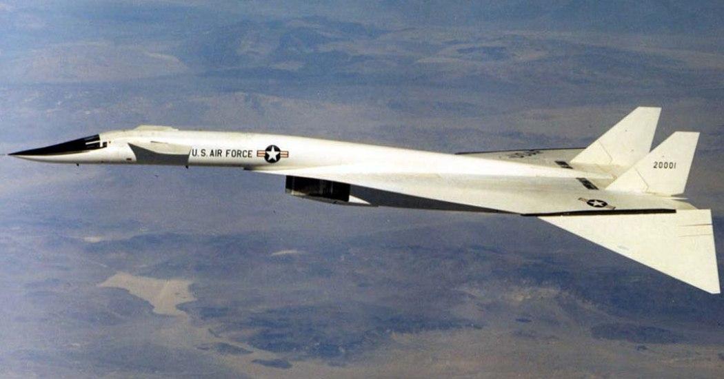 XB-70 «Valkyrie». Стратегический бомбардировщик. (США)