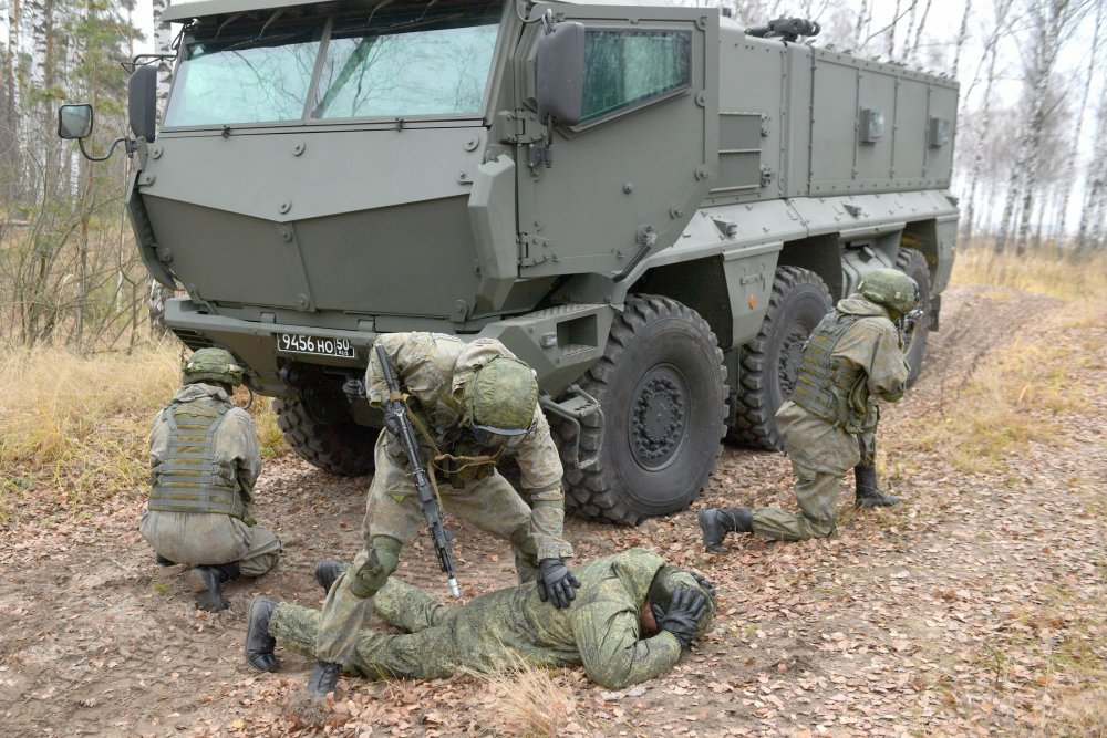 "Армейский спецназ оснащают бронеавтомобилями ""Тайфун-К"""
