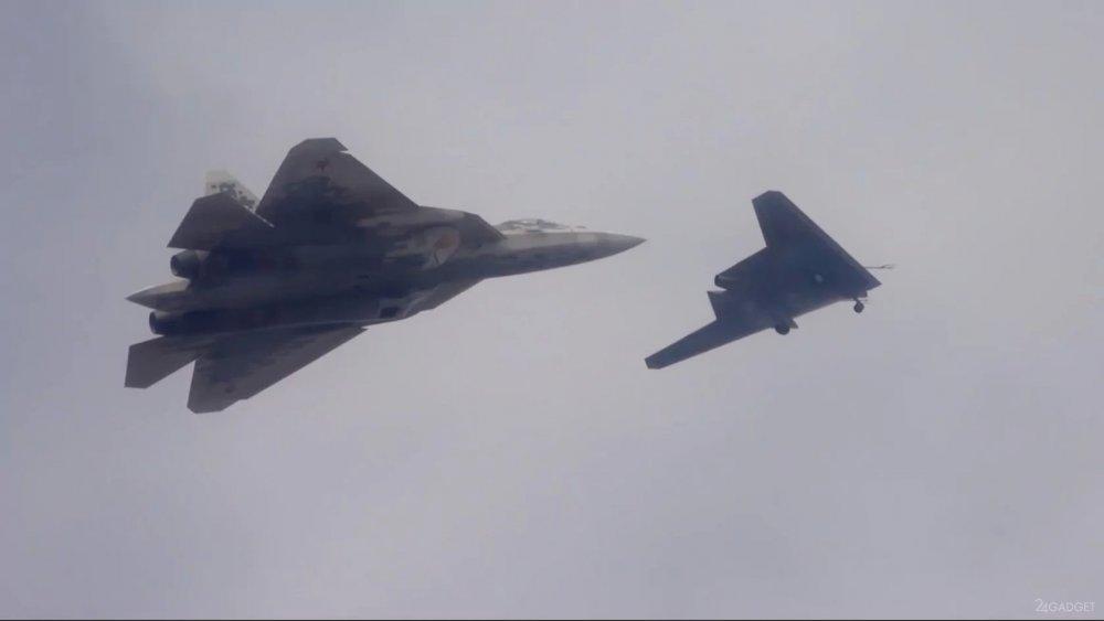 """Су-57 сможет управлять четырьмя дронами """"Охотник"""""""