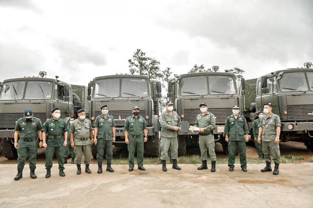 Национальная полиция Камбоджи получила партию вездеходов из Беларуси